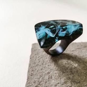 Женское  кольцо   ( размер -17,5) из бразильского ореха и голубой смолы