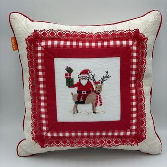 Декоративная подушка Подарки Деда Мороза 35х35 см