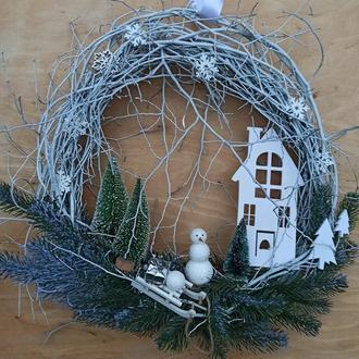 Белоснежный новогодний венок на дверь 40 см