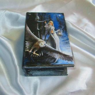 """Шкатулка-книга """"Зимова казка', подарунок мамі, дружині,сувенір"""