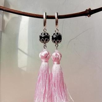 Стилізовані сережки китиці з темним ограненим авантюрином