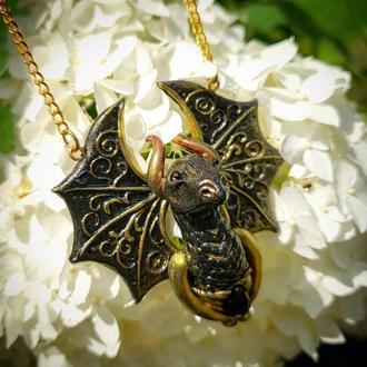 Кулон дракон черно золотой подарок 8 марта змей крылья