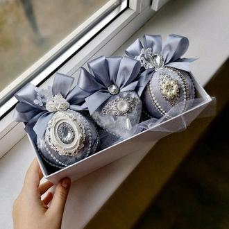 Набор бархатных новогодних шаров в цвете графит/серебро