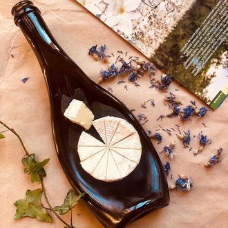 Креативна подача камамбер, брі, моцарелли, посуд з пляшок Champagne Olive