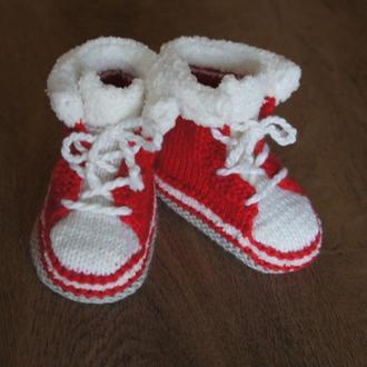 Красные пинетки ботиночки.