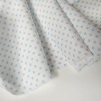 Ткань хлопок нежно -голубой горошек на белом