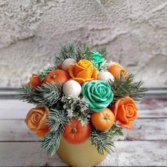 Зимняя композиция с мандаринами, розами и веточками ели 🎄🌹🍊 🎄
