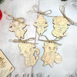 """Набір дерев'яних, новорічних іграшок """"Рік Бика"""" (№3) 5 шт 8-9 см Світле дерево"""