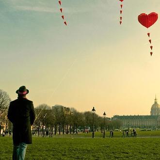 Париж. Влюбленный на Марсовом поле