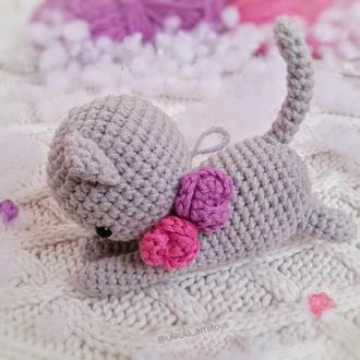 Маленька сіра кішечка