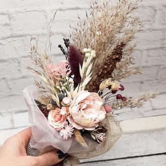 Букет в розовых и коричневых тонах с сухоцветами
