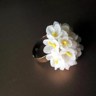 Молочное кольцо из цветов. Цветочное кольцо. Кольцо цветок. Кольцо с цветами