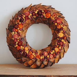Венок из кленовых листьев и сухоцветов