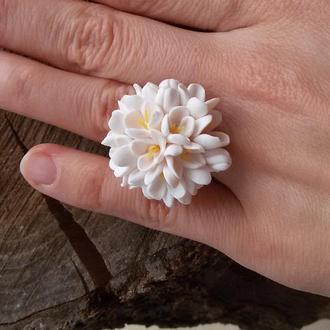 Белое кольцо из цветов. Цветочное кольцо. Кольцо цветок. Кольцо с цветами