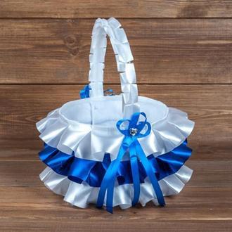 Атласна кошик для пелюсток з рюшами синя