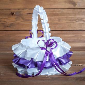 Атласна кошик для пелюсток з рюшами фіолетова