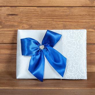 Свадебная книга пожеланий с синим бантом