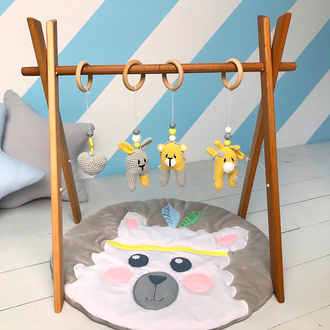 Мобиль с 4 вязанными игрушками на деревянном каркасе, эко игрушки для младенцев, baby gym, 0+