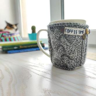 Грелка для чашки. Вязаная одежда для чашки. Вязаный свитер для чашки. Декор для чашки. Вязаный декор