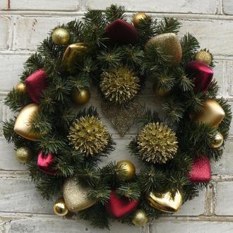Рождественский венок с сердечками бордово/золотой