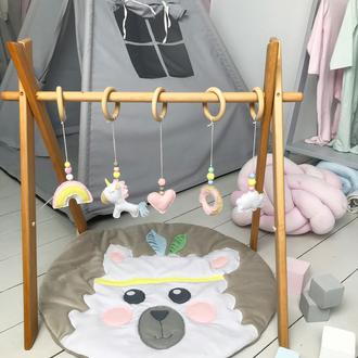 Мобиль с 5 фетровыми игрушками на деревянном каркасе, эко игрушки для младенцев, baby gym, 0+