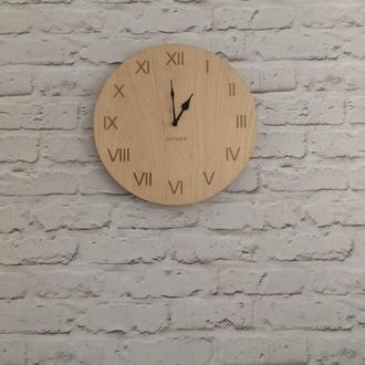Деревянные настенные часы с римскими цифрами