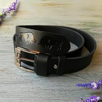 Кожаный ремень мужской черный классический для джинсов с тиснением бизоны ручной работы
