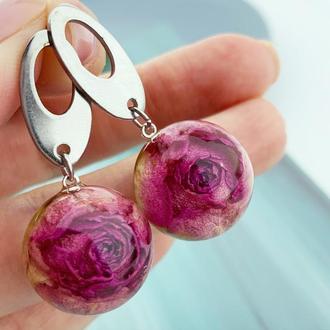 Яркие серьги с малиновыми розами Цветы и растения в смоле (модель № 2708) Glassy Flowers
