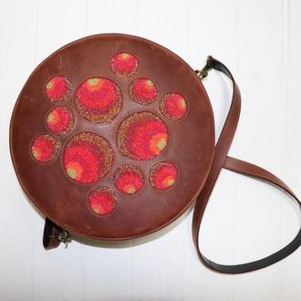 Кожаная сумка с вышивкой бисером