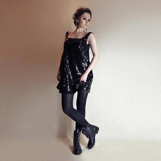 Маленькое чёрное платье. Платье-трапеция. Блестящее платье. Элегантное платье