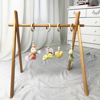 Эко мобиль с 4 вязанными игрушками на деревянном каркасе,вязанные игрушки для младенцев, baby gym,0+