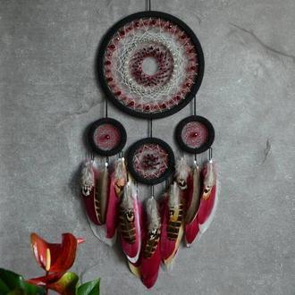 Ловец снов с винным оттенком красного и с натуральным гранатом, декор и оберег, оригинальный подарок