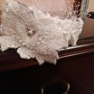Широкий ободок свадебный из кружева и бисера. Свадебная диадема из кружева.Ободок для невесты вуаль