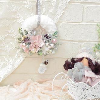 Мини-веночек белый с рукавичками