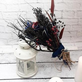 Букет в темных тонах интерьерный с сухоцветами