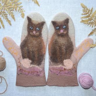 Варежки валяные с котами