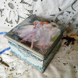 Шкатулка с балериной