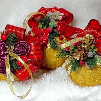 Новогодние красно-золотые шары