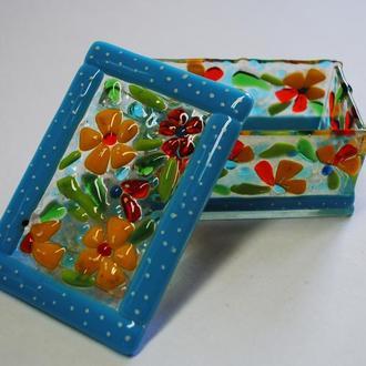 Шкатулка из цветного стекла