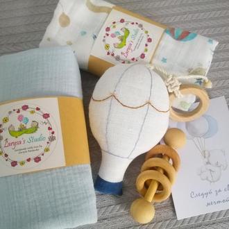 Комплект муслиновые пелёнки и игрушки погремушки. ВОЗДУШНЫЙ ШАР #1