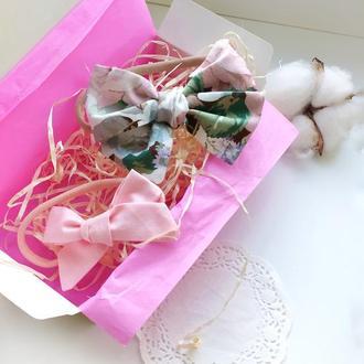 Повязки для малышки с бантиком -  в наборе 2 штуки - в красивой крафтовой упаковке