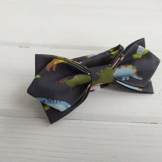 Дитячий метелик кольору хакі динозаври