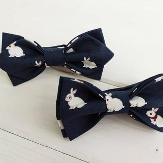 Дитяча краватка метелик темно-синя кролики