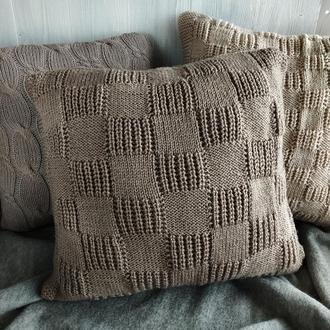 Диванная подушка (наволочка) вязаная кофейная на пуговицах - 40*40 см