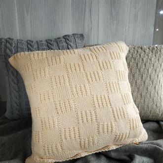 Диванная подушка (наволочка) вязаная кремовая на пуговицах - 40*40 см