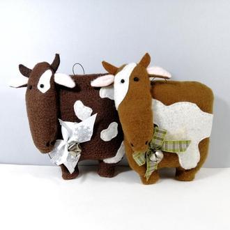 Бычок с колокольчиком Мягкая елочная игрушка корова Символ года бык