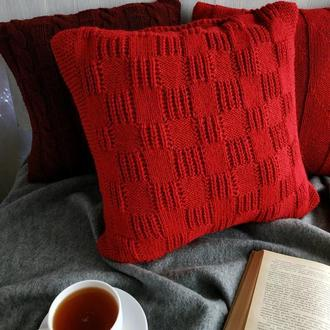 Диванная вязаная подушка (наволочка) на пуговицах - красная - 40*40 см