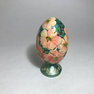 Яйцо расписное деревянное на подставке ′Цветы′