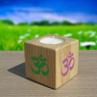 Деревянный подсвечник с символом «Ом»