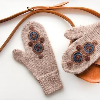 Варежки с вышивкой в этническом стиле